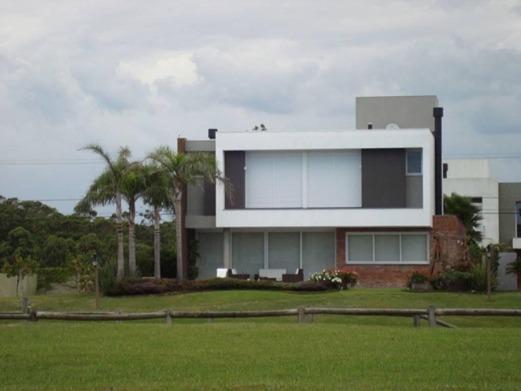 Casa em Condomínio 4 dormitórios em Capão da Canoa   Ref.: 5640
